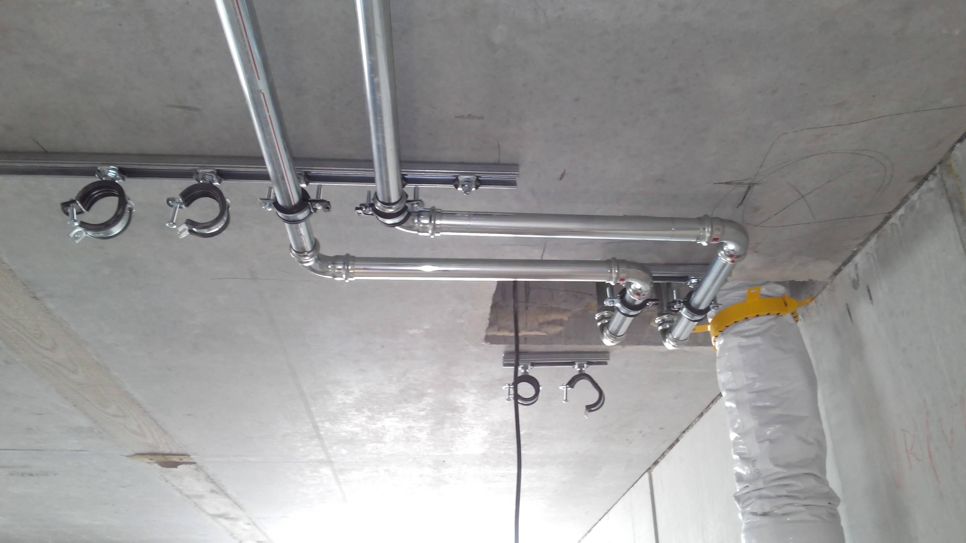 Zuleitungen für die Wohnungswasserstationen