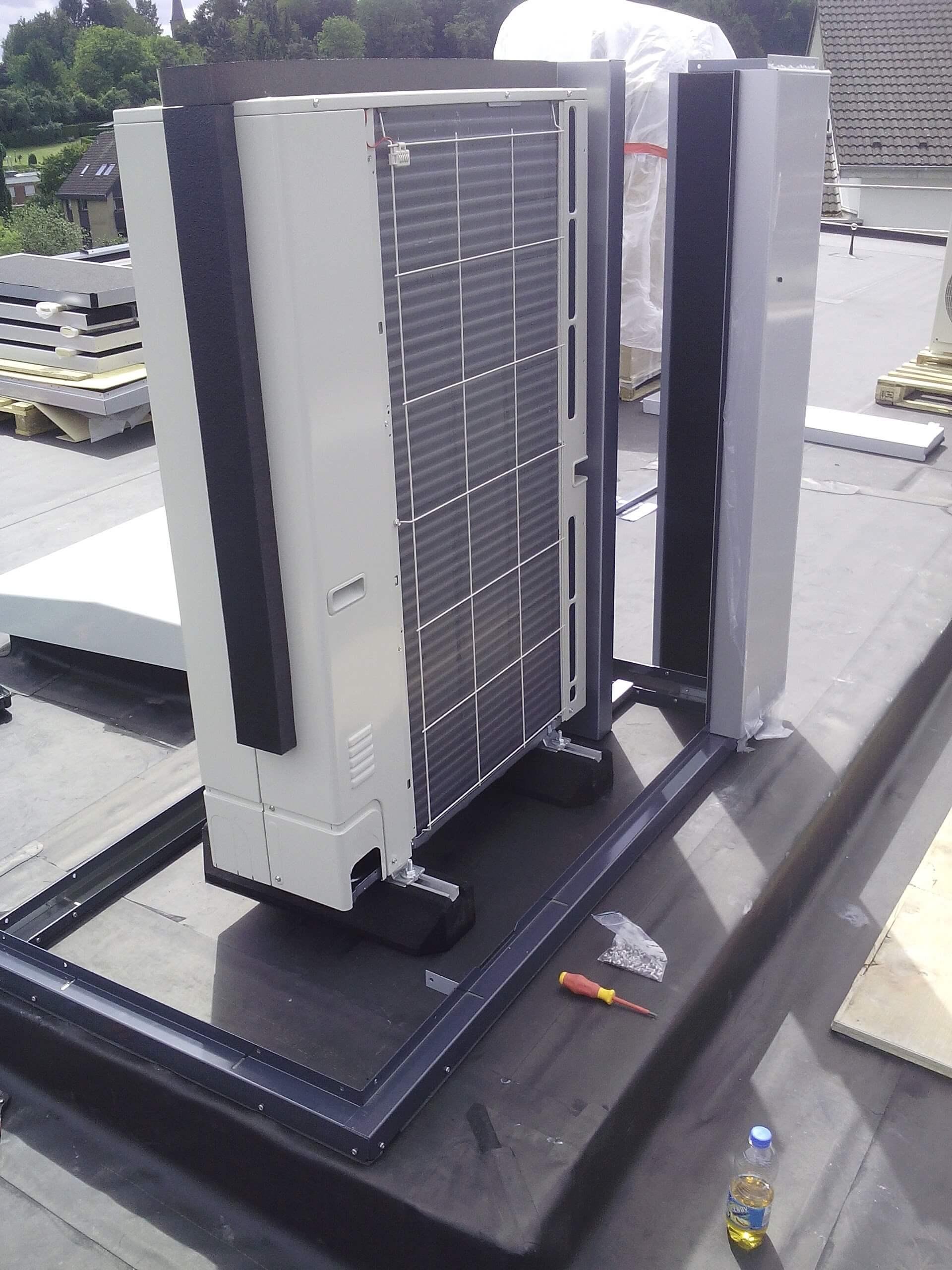 Wärmepumpen auf dem Dach noch ohne Schallschutzhaube