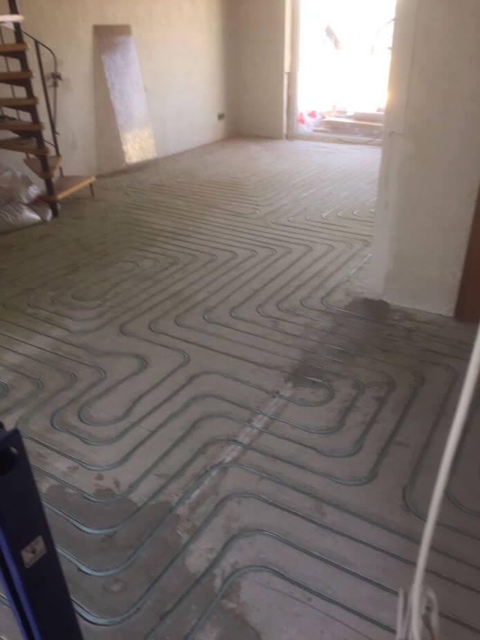 Eingefräste Fußbodenheizung im Wohn-Essbereich